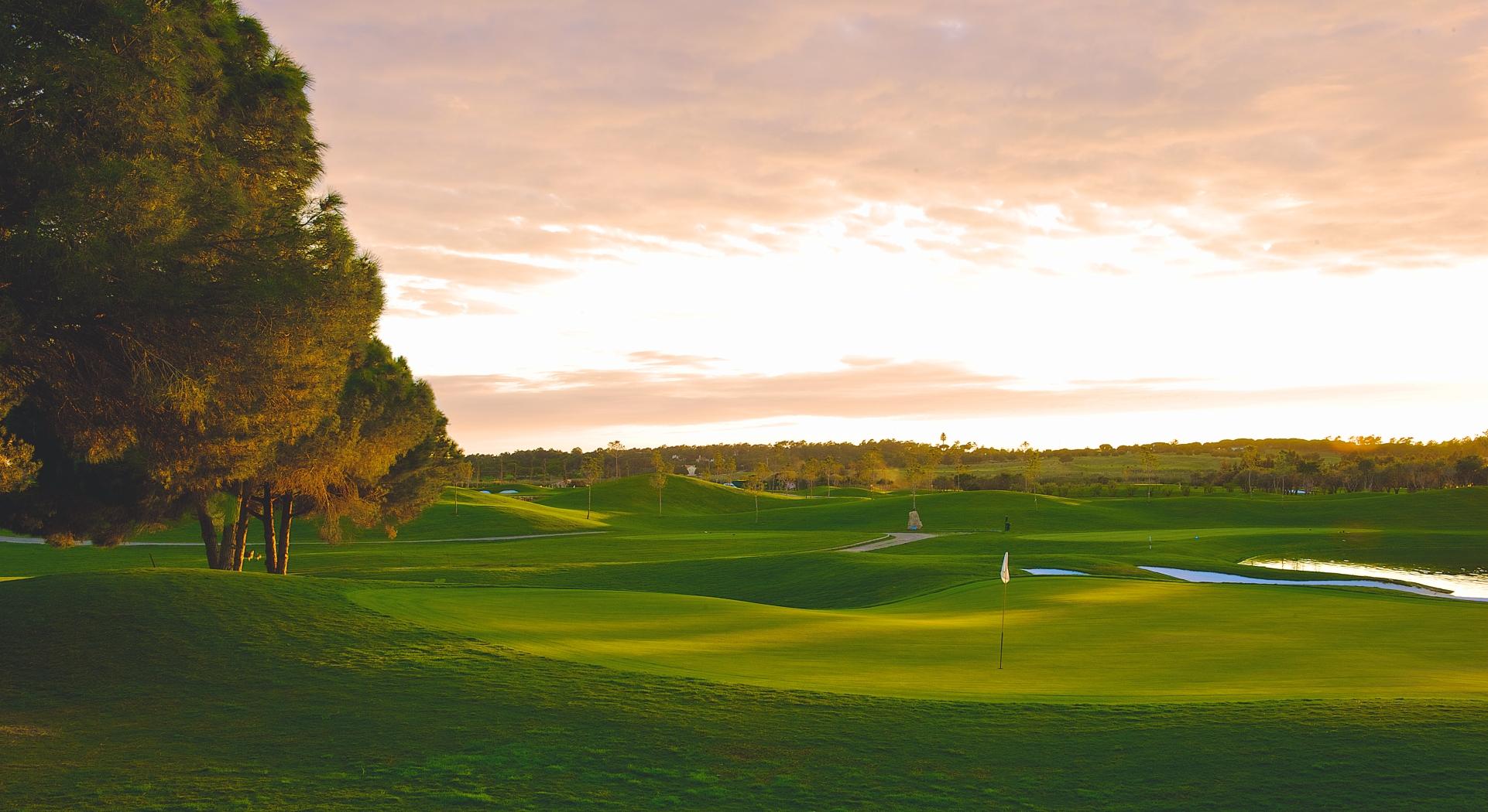 Algarve portugal golf guide golfmagic for Lago n