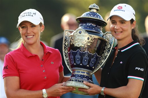 Kerr celebrates with host Lorena Ochoa