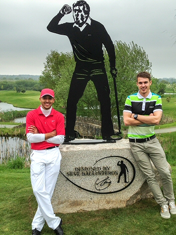 Theo Walcott and Jack Wilshire pose next to Seve statue
