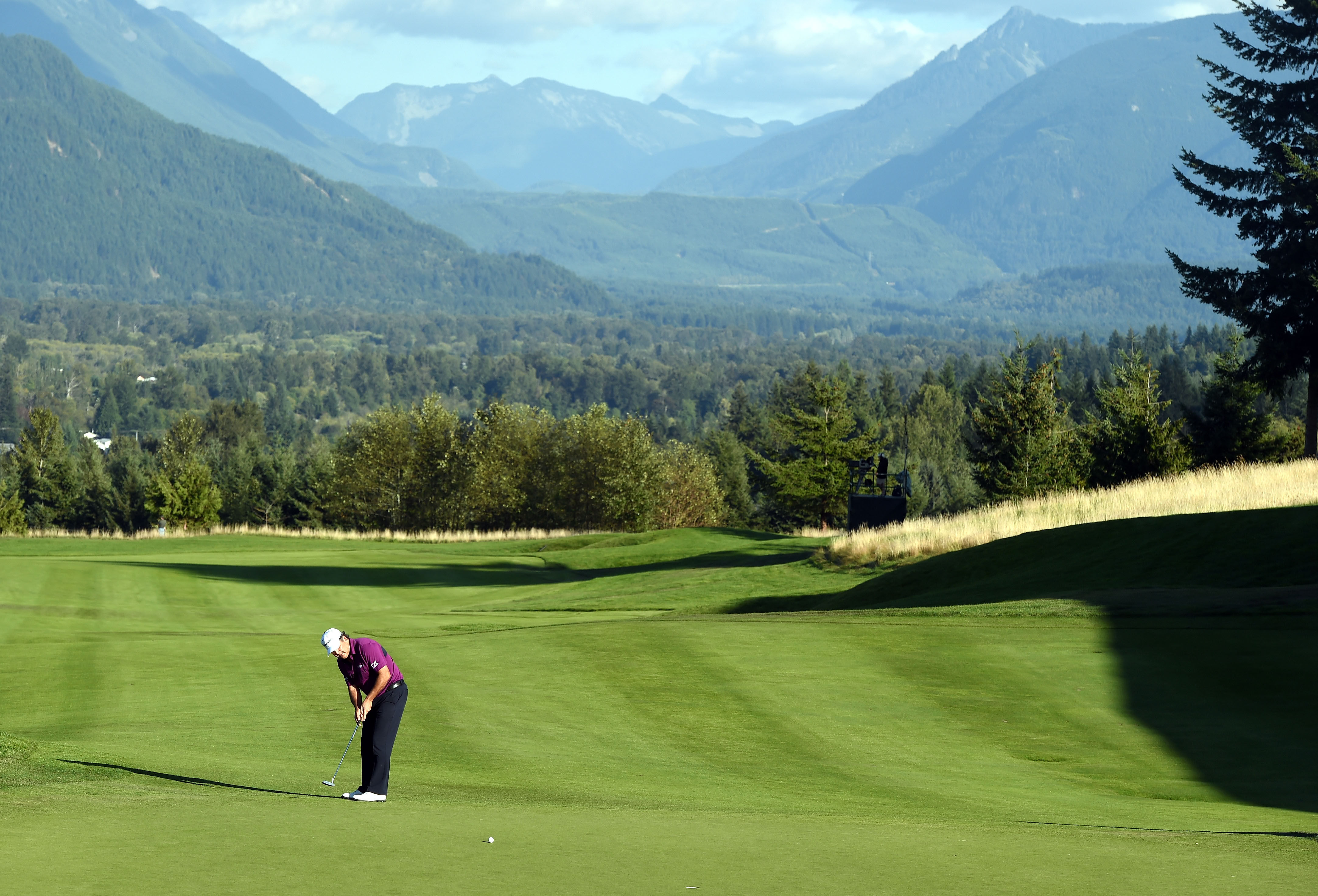 David Frost putts on 18 during the Boeing Classic at Snoqualmie, Washington (Photo: Steve Dykes/Getty Images)