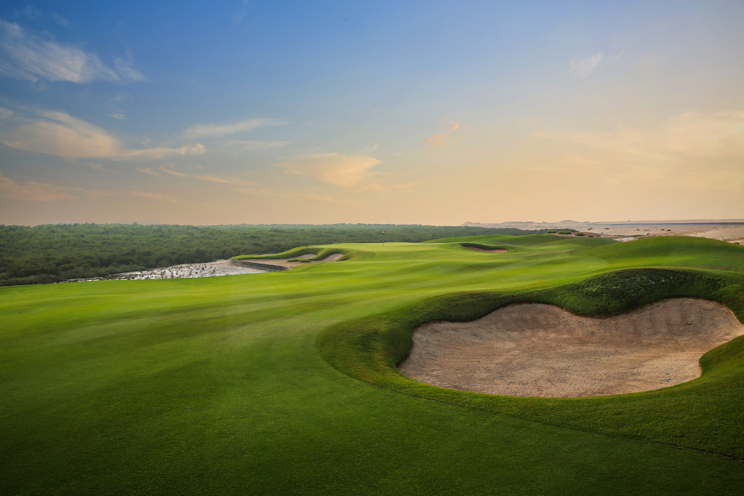 The course is set among native sandy areas and lakes
