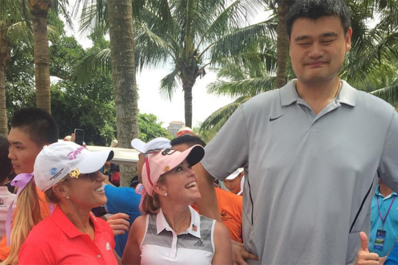Nba Legend Yao Ming Plays With Natalie Gulbis And Gary Player