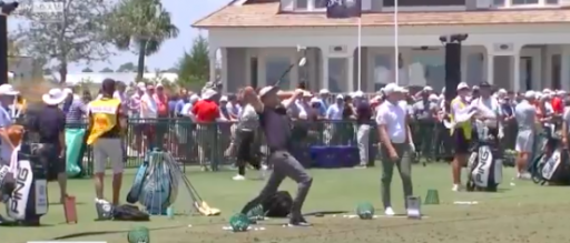 Golf fans react as player at PGA Championship does AMAZING warm-up stretches