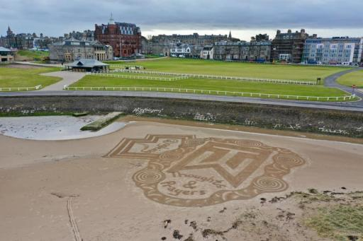 St Andrews pays tribute to Tiger Woods with INCREDIBLE sand art