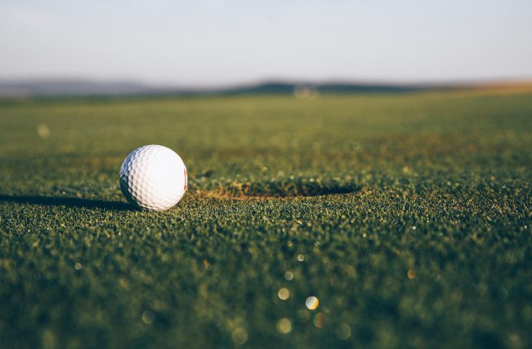 Golf fans react to an INCREDIBLE but DANGEROUS golf drill