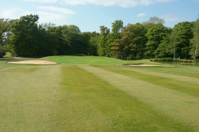 Popular Surrey golf club closes down during coronavirus pandemic
